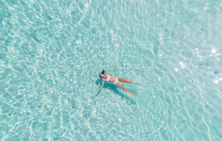 Afslapning i poolen