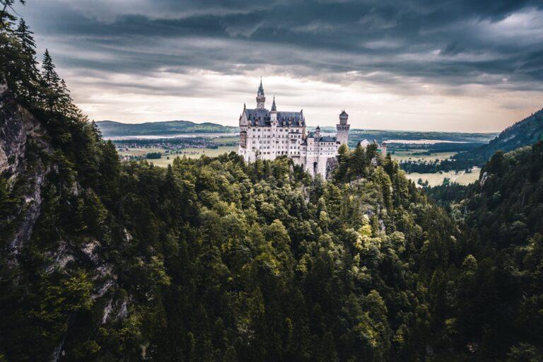 Slot på toppen af et bjerg