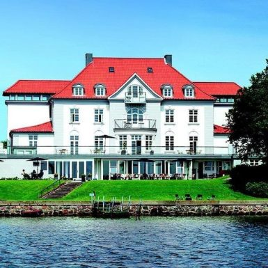 Sixtus Sinatur Hotel
